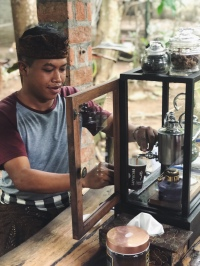 Making Luwak coffee