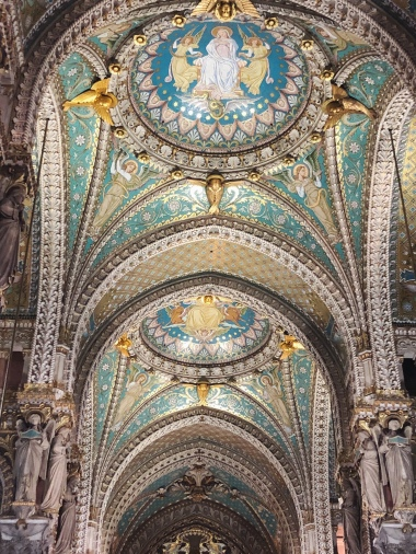 Mind due, this is the inside of the Basilica